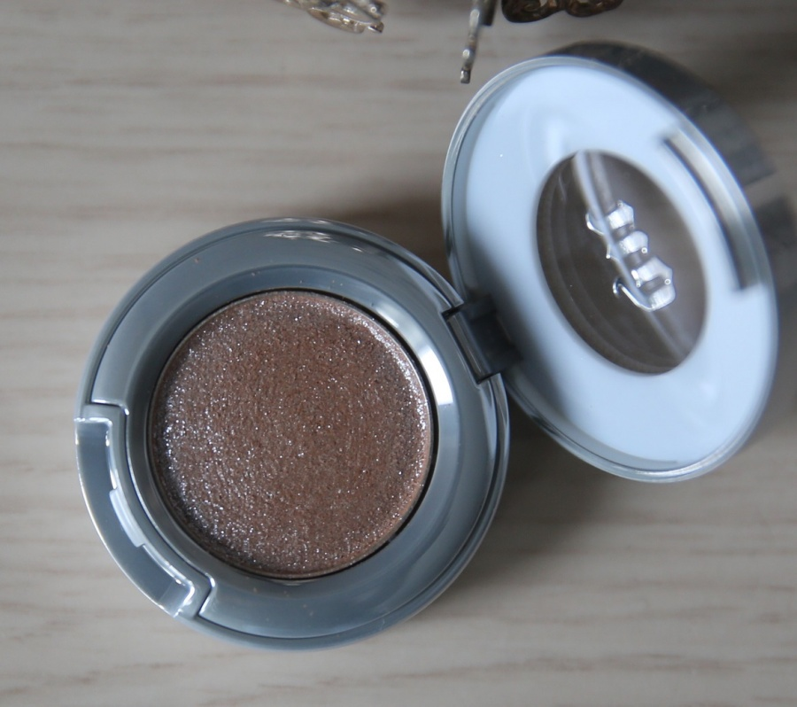 Beauty: Urban decay Moondust - Space cowboy.