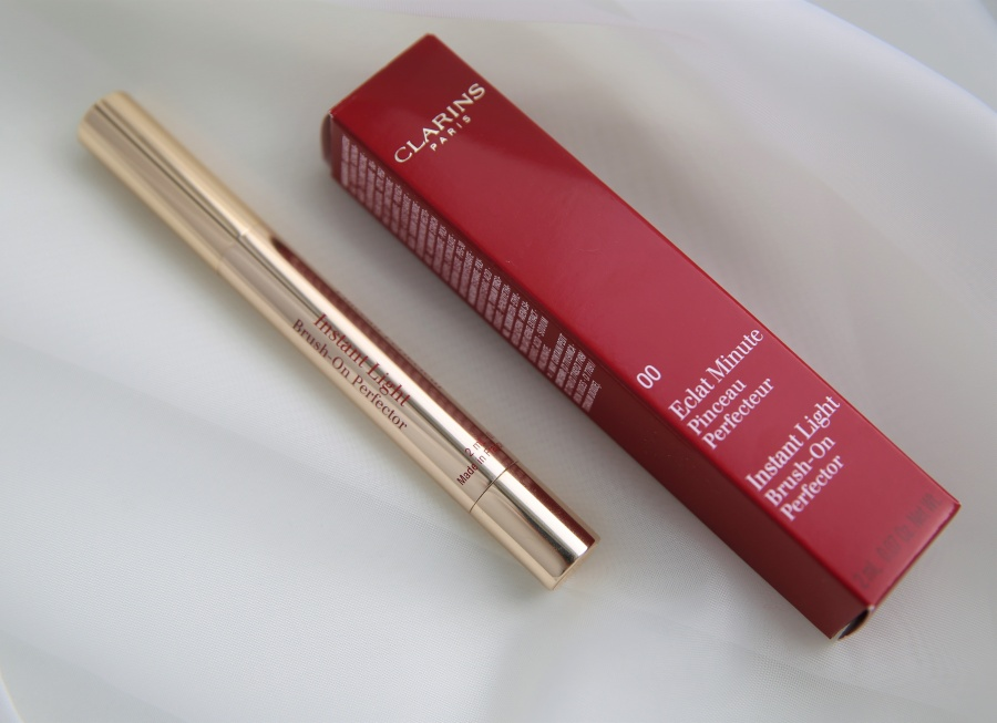 Beauty: Clarins Eclat Minute Pinceau Perfecteur Instant Light Brush-On Perfector